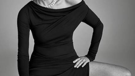 60-летняя Шэрон Стоун засветила стройные ноги на пикантном фото