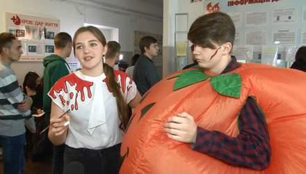 Хелловін-2018: у Черкасах люди у тематичних костюмах здають кров