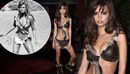 Эмили Ратаковски пришла на вечеринку в образе сексуальной дикарки: фото