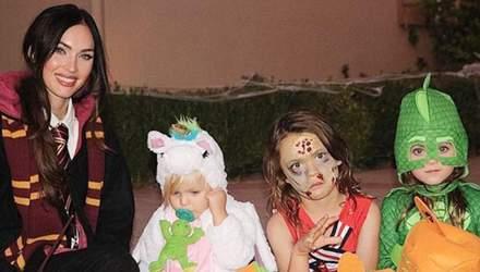 Актриса Меган Фокс одела сына в женский костюм на Хэллоуин: неожиданные фото