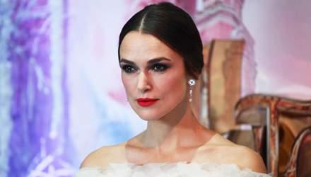 """Королева из """"Щелкунчик и четыре королевства"""" посетила премьеру: Кира Найтли в платье от Chanel"""