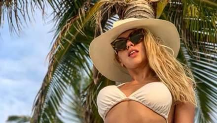 Співачка Оля Полякова опублікувала гарячі фото в купальниках