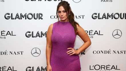 Эшли Грэм похвасталась пышными формами в полупрозрачном платье: фото