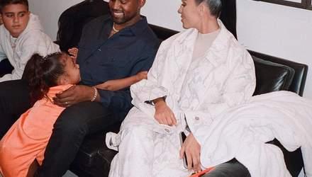 Счастливый папочка: Ким Кардашян растрогала сеть снимком Канье Уэста с дочерью