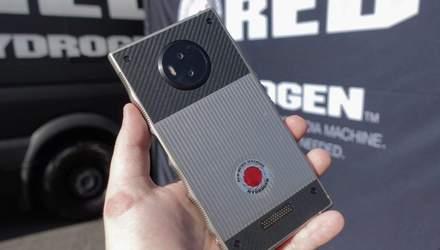 Прочный, как танк: смартфон RED Hydrogen One испытали на прочность
