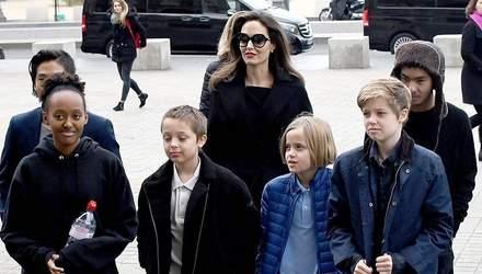 Сын Анджелины Джоли хочет уехать из США из-за скандалов родителей: интригующие детали