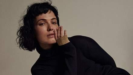 Даша Астаф'єва вбрала пальто на голе тіло: звабливі фото