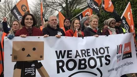 """""""Мы не роботы"""": более тысячи работников Amazon по всему миру вышли на страйк"""
