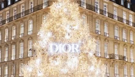 Новорічна ялинка від Dior: знаменитий бутик у Парижі прикрасили ілюмінацією – відео