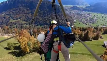 Смертельний політ: непристебнутий турист на дельтаплані пролетів на висоті 1000 метрів – відео
