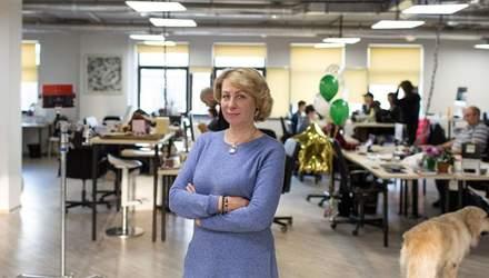Українська пенсіонерка стала фрілансером та працює з нейромережею