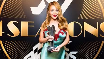 """Платье в """"бельевом"""" стиле: Тина Кароль поразила роскошным нарядом на M1 Music Awards 2018"""