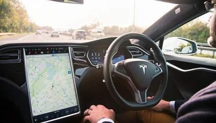 Просто очень хотел домой: пьяный водитель спал за рулем, пока Tesla на автопилоте гнала 110 км/ч