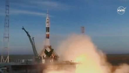 """Ракета """"Союз"""" успішно доставила астронавтів на орбіту: фото та відео запуску"""