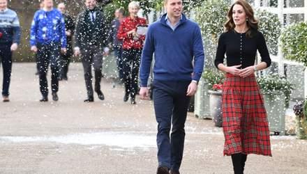 У червоній спідниці в клітинку: розкішний вихід Кейт Міддлтон з принцом Вільямом