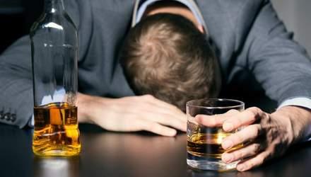 Медики назвали тревожный сигнал, который свидетельствует о проблемах с алкоголем