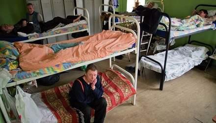 Луганчане ради украинских выплат готовы на все – даже спать в грязных ночлежках