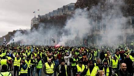 """Протесты во Франции: как """"желтые жилеты"""" испытывают власть на прочность"""