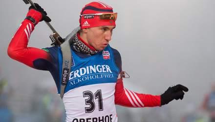 Російський біатлоніст незграбно впав під час гонки: відео