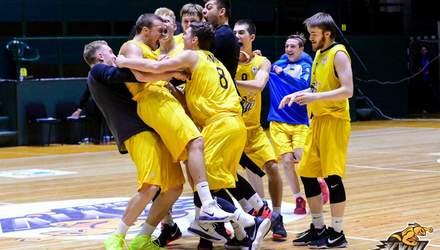 Київські баскетболісти вирвали перемогу, закинувши неймовірний кидок на останній секунді: відео