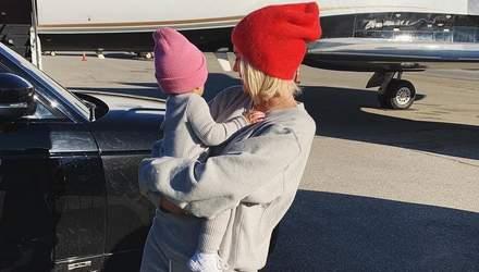Кайлі Дженнер показала стильний family look з донькою: зворушливі фото