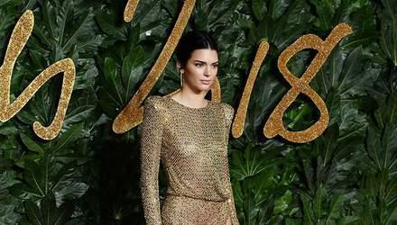 Кендалл Дженнер засветила обнаженную грудь в прозрачном платье: горячие фото