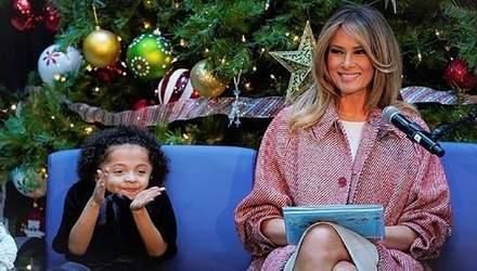 Меланія Трамп у розкішному пальто відвідала дитячу лікарню перед Різдвом: зворушливі фото