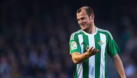 Фанати іспанського клубу затролили суперника масками з обличчям Романа Зозулі: фото