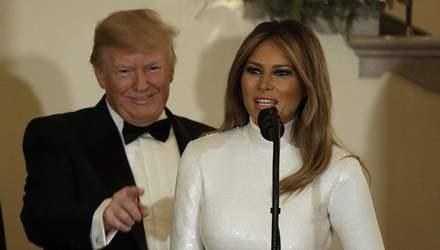 Мелания Трамп похвасталась стройной фигурой в эффектном платье: фото