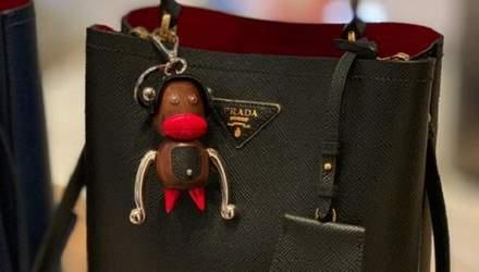 Мавпи з червоними губами: бренд Prada звинуватили у расизмі