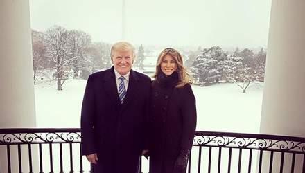 Меланія Трамп зачарувала мережу різдвяним фото з чоловіком