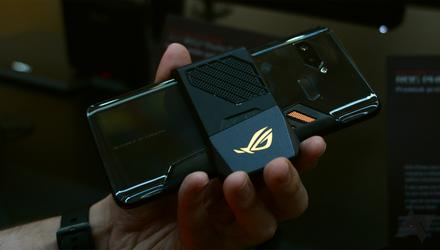 Неймовірний ігровий смартфон ASUS ROG Phone пройшов випробування на міцність: відео