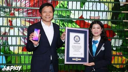 Фото дня: Xiaomi установила мировой рекорд, установив елку из смартфонов