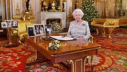 Елизавета II поздравила британцев с Рождеством: в сети появилось видео