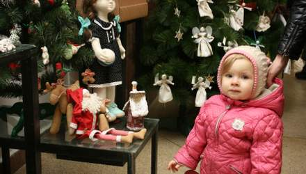 Скляні чи пластикові: які ялинкові іграшки безпечніші