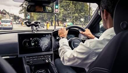 Инженеры Jaguar Land Rover научат авто подстраиваться под светофоры