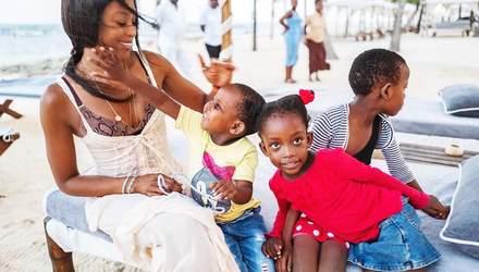 Наоми Кэмпбелл удивила образом в фотосессии в Гане: трогательные снимки