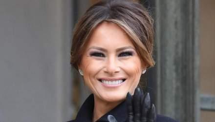 В блестящем наряде и с улыбкой: появились новогодние фото с Меланией Трамп