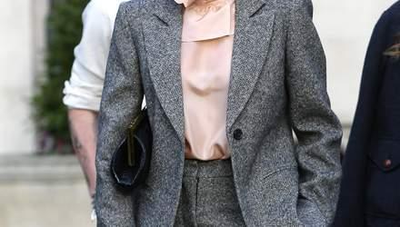 С мужского плеча: Виктория Бекхэм надела стильный брючный костюм