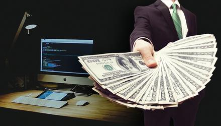 Скільки заробляють IT-шники в Україні та світі: інфографіка
