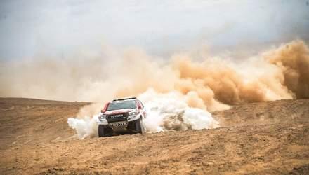 Дакар-2019: Британський гонщик виграв етап, врятувавши суперника: відео