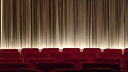"""Космічна сума: скільки грошей хочуть у КМДА за оренду будівлі кінотеатру """"Київ"""""""