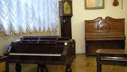 Оживити дотиком руки: у Львові відкрили виставку музичних інструментів 18 століття