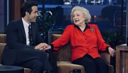 """""""Не пишу о бывших, но она особенная"""": Рейнольдс шутливо поздравил Бетти Уайт с 97-летием"""