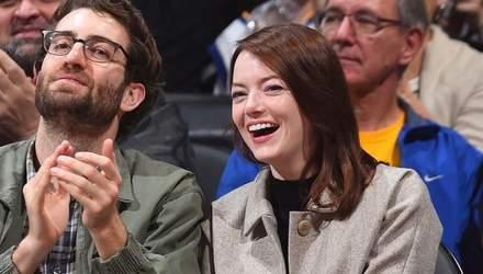 Эмма Стоун сходила на баскетбольную игру вместе со своим новым бойфрендом: неожиданные фото