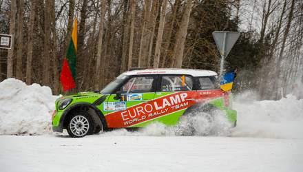 Украинский гонщик завоевал серебро на ралли в Латвии: фото