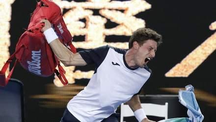 Тенісист скандально покинув Australian Open, він кинув сумку й накричав на суддю: відео