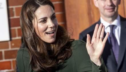 В оливковом платье: Кейт Миддлтон примерила изысканный образ