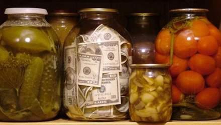 """Куди слід відкладати гроші """"на чорний день"""", щоб не втратити їх, а ще й заробити"""
