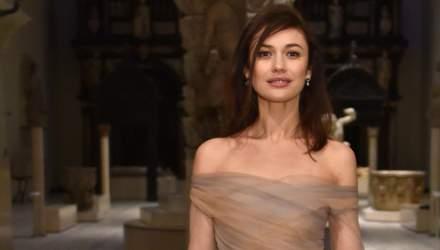 Ольга Куриленко очаровала нежным образом в изысканном платье от Dior: эффектные фото